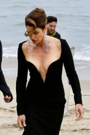 Cindy Crawford wears Black Dress on the Set of a Photoshoot at a Beach in Malibu 2018/05/24 4