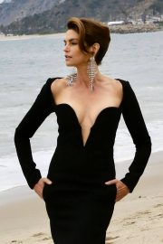 Cindy Crawford wears Black Dress on the Set of a Photoshoot at a Beach in Malibu 2018/05/24 7