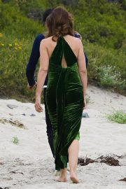 Cindy Crawford wears Black Dress on the Set of a Photoshoot at a Beach in Malibu 2018/05/24 11