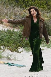 Cindy Crawford wears Black Dress on the Set of a Photoshoot at a Beach in Malibu 2018/05/24 12