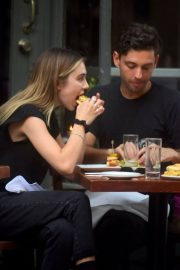 Delilah Belle Hamlin and Cully Smoller Stills Out for Lunch in New York 2018/05/04 3