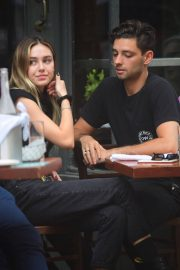 Delilah Belle Hamlin and Cully Smoller Stills Out for Lunch in New York 2018/05/04 6