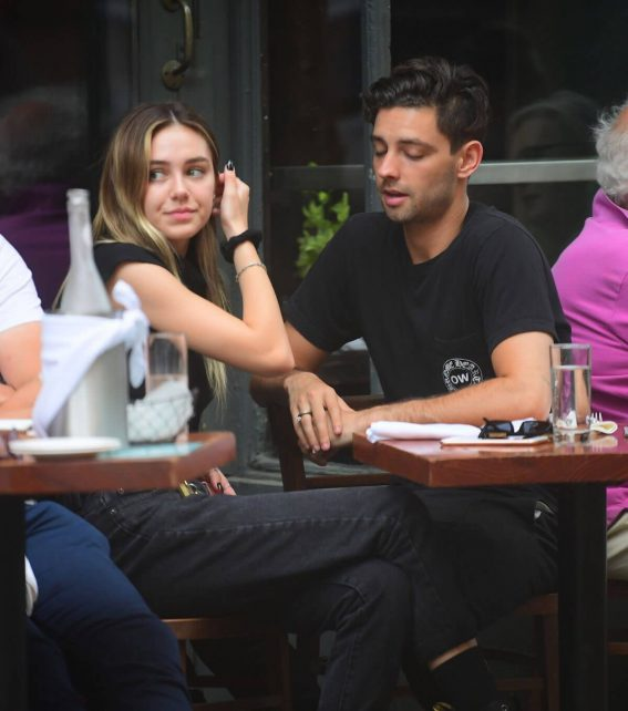 Delilah Belle Hamlin and Cully Smoller Stills Out for Lunch in New York 2018/05/04 7
