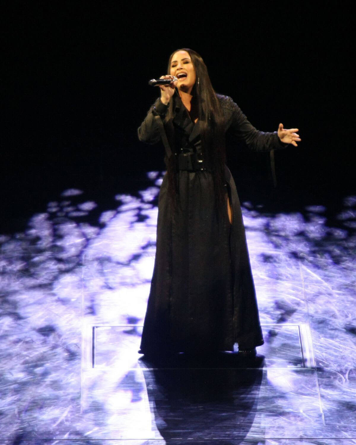 Demi Lovato Performs at a Concert in Dublin 2018/05/25