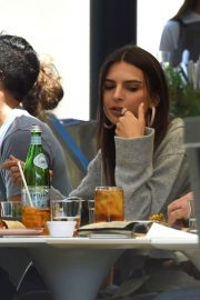 Emily Ratajkowski Out for Lunch in Los Angeles 2018/05/25 11