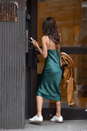 Emily Ratajkowski Stills Out and About in New York 2018/04/26 2