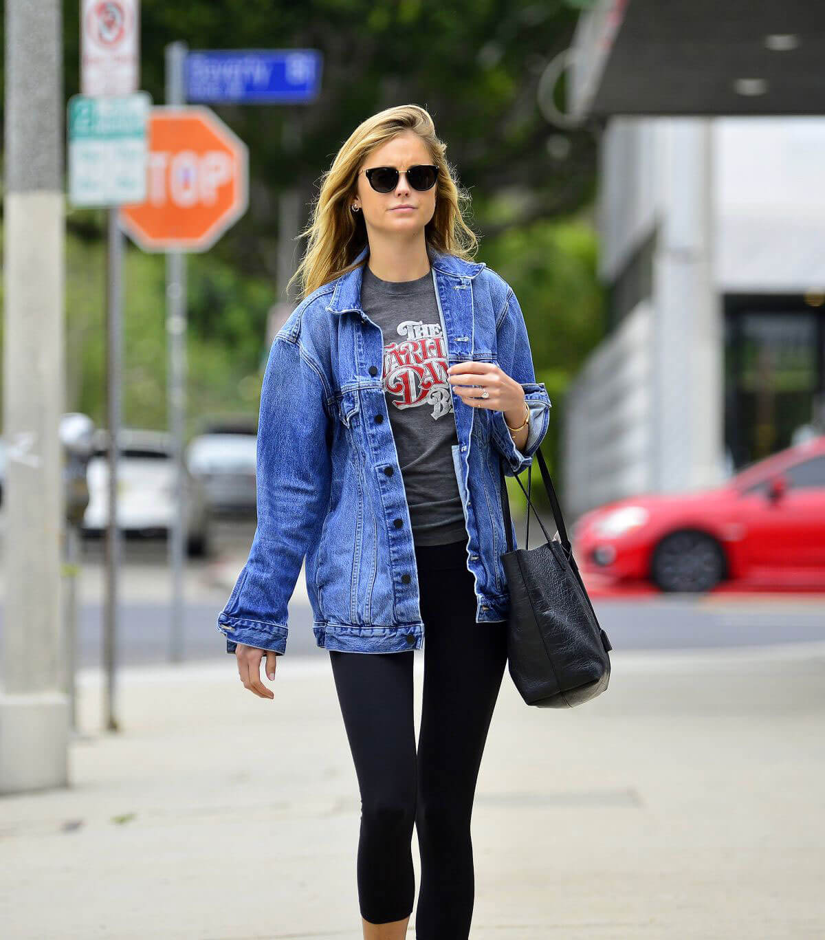 Emily VanCamp Stills Out and About in Los Angeles 2018/05/23 10