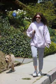 Emma Kenney Out with Her Dog in Los Angeles 2018/05/27 3