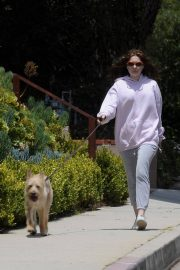 Emma Kenney Out with Her Dog in Los Angeles 2018/05/27 9