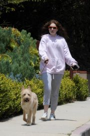 Emma Kenney Out with Her Dog in Los Angeles 2018/05/27 11