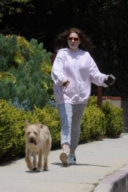 Emma Kenney Out with Her Dog in Los Angeles 2018/05/27 12