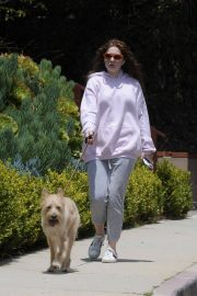 Emma Kenney Out with Her Dog in Los Angeles 2018/05/27 13