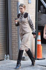 Gigi Hadid on the Set of a Photoshoot in New York 2018/05/30 1