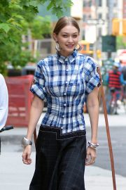 Gigi Hadid on the Set of a Photoshoot in New York 2018/05/30 6