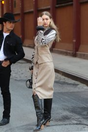Gigi Hadid on the Set of a Photoshoot in New York 2018/05/30 11