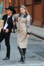 Gigi Hadid on the Set of a Photoshoot in New York 2018/05/30 12