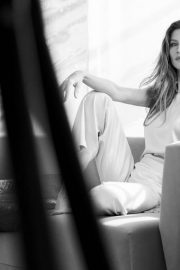 Gisele Bundchen Poses for Intimissimi Spring/Summer 2018 Campaign Photos 2