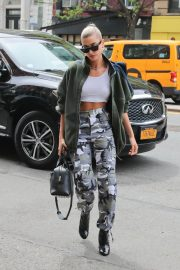 Hailey Baldwin Stills Out About in New York 2018/05/05 6