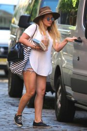 Hilary Duff in Denim Shorts Leaves Her Apartment in New York 2018/05/24 6