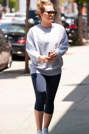 Hilary Duff Out for a Coffee in Studio City 2018/05/28 4