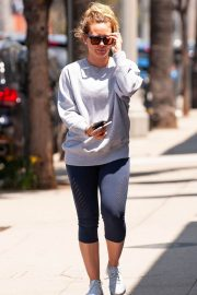 Hilary Duff Out for a Coffee in Studio City 2018/05/28 12