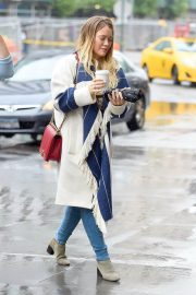 Hilary Duff Stills Out for Coffee in New York 2018/05/19 1