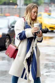 Hilary Duff Stills Out for Coffee in New York 2018/05/19 4