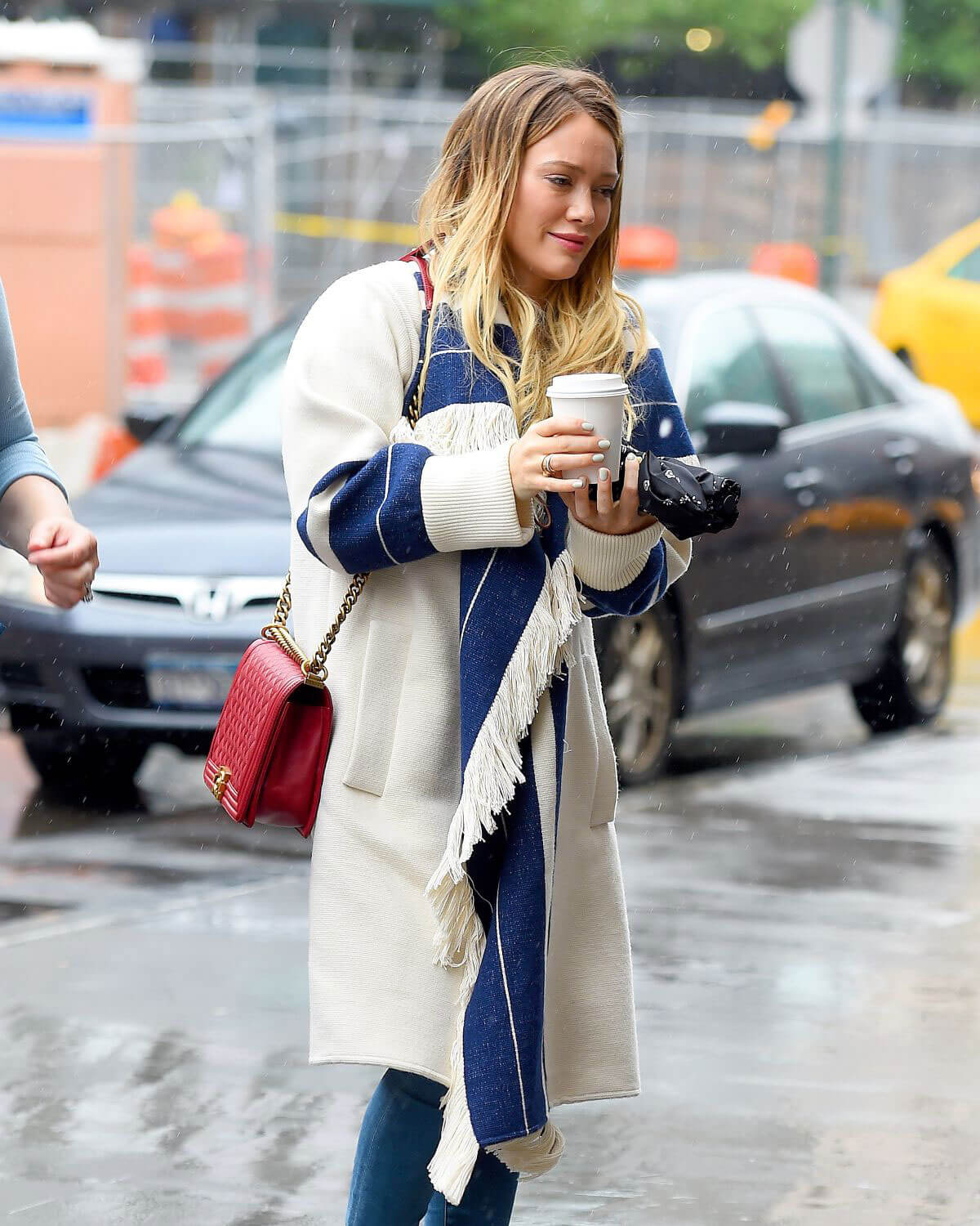 Hilary Duff Stills Out for Coffee in New York 2018/05/19 6
