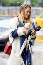 Hilary Duff Stills Out for Coffee in New York 2018/05/19 7