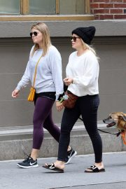 Hilary Duff Stills Out with Her Dog in New York 2018/05/18 3