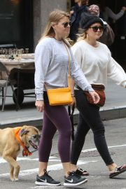 Hilary Duff Stills Out with Her Dog in New York 2018/05/18 6