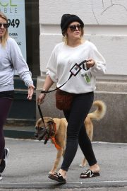 Hilary Duff Stills Out with Her Dog in New York 2018/05/18 7