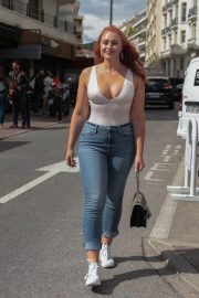 Iskra Lawrence Stills in Jeans Out in Cannes 2018/05/14 5
