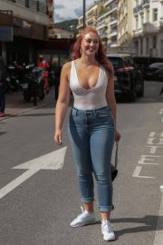 Iskra Lawrence Stills in Jeans Out in Cannes 2018/05/14 7