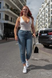 Iskra Lawrence Stills in Jeans Out in Cannes 2018/05/14 8