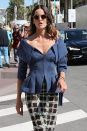 Izabel Goulart Stills Out and About in Cannes 2018/05/14 6