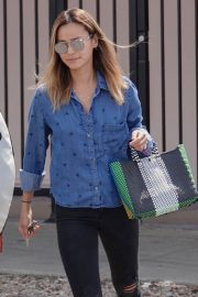 Jamie Chung Stills Out Shopping in Los Angeles 2018/05/19 2