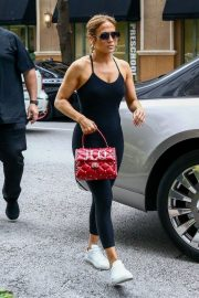 Jennifer Lopez Arrives at a Hotel in Miami 2018/05/24 2