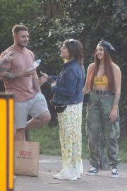 Jesy Nelson Stills Out for Picnic with Friends in Primrose Hill 2018/05/05 4