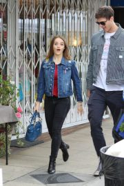 Joey King Out Shopping at Farmer's Market in Studio City 2018/05/27 4