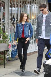 Joey King Out Shopping at Farmer's Market in Studio City 2018/05/27 5