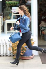 Joey King Out Shopping at Farmer's Market in Studio City 2018/05/27 6