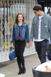 Joey King Out Shopping at Farmer's Market in Studio City 2018/05/27 8