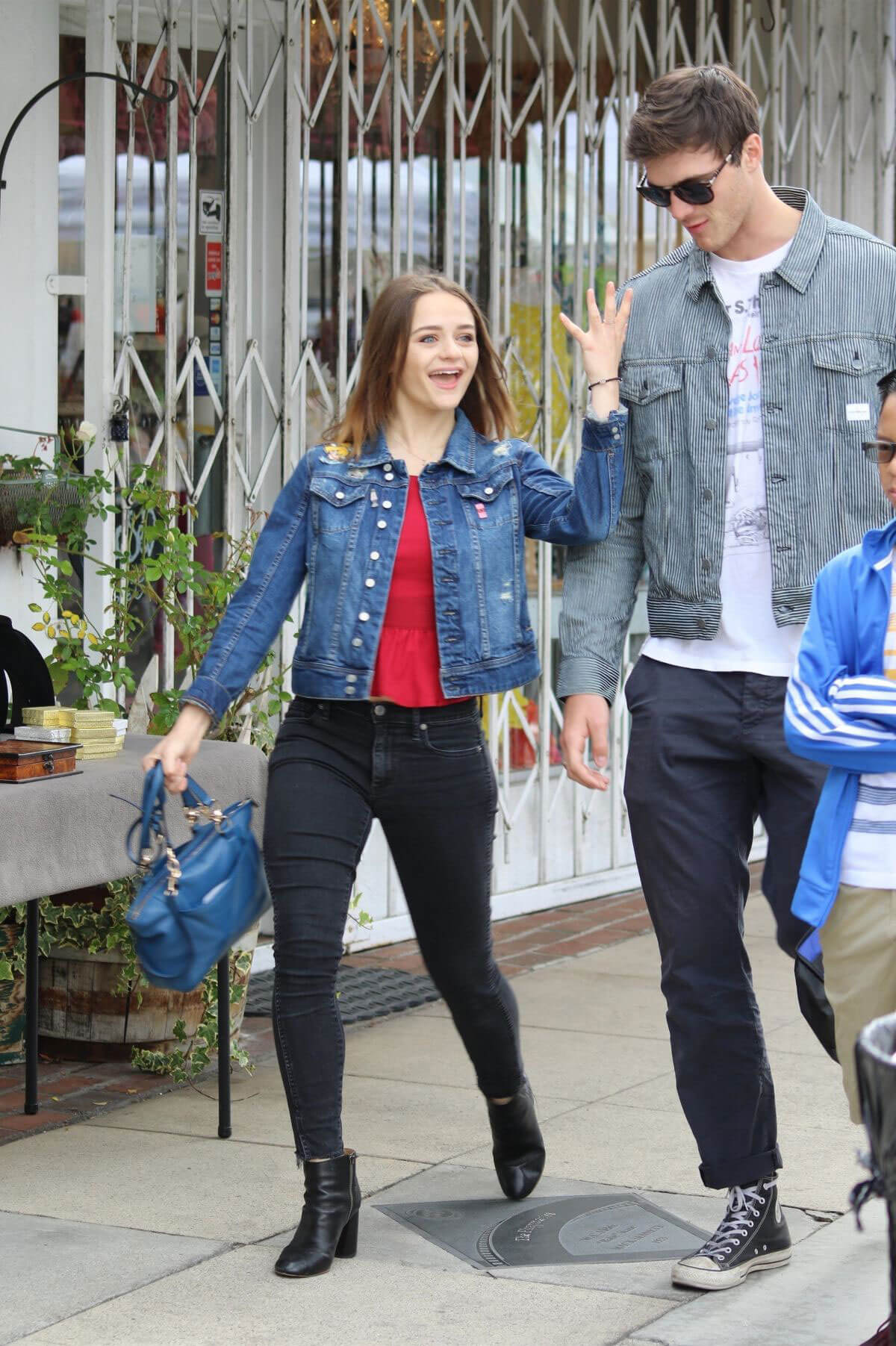 Joey King Out Shopping at Farmer's Market in Studio City 2018/05/27 9