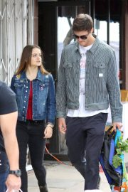 Joey King Out Shopping at Farmer's Market in Studio City 2018/05/27 11