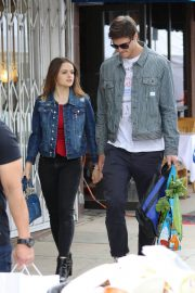 Joey King Out Shopping at Farmer's Market in Studio City 2018/05/27 12