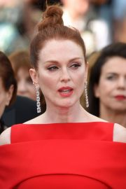 Julianne Moore Stills at Everybody Knows Premiere and Opening Ceremony at 2018 Cannes Film Festival 2018/05/08 3
