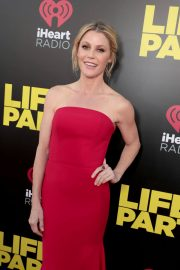 Julie Bowen Stills at Life of the Party Premiere in Auburn 2018/04/30 6