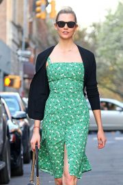 Karlie Kloss Stills Out and About in New York 2018/05/01 7