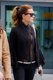 Kate Beckinsale Stills at Heathrow Airport in London 2018/05/14 6
